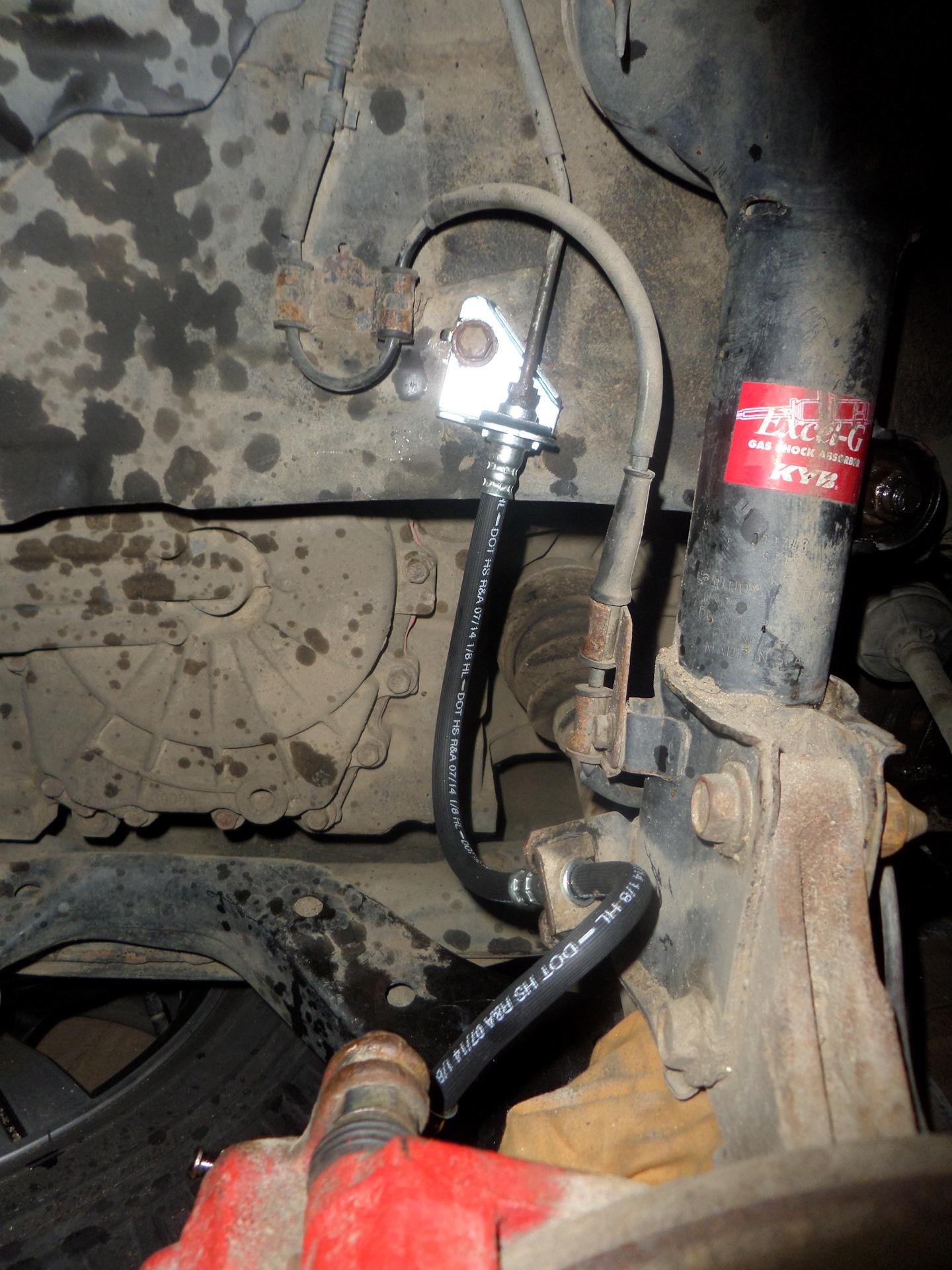 Замена тормозного шланга с прокачкой туксон Замена передней пружины opel astra j