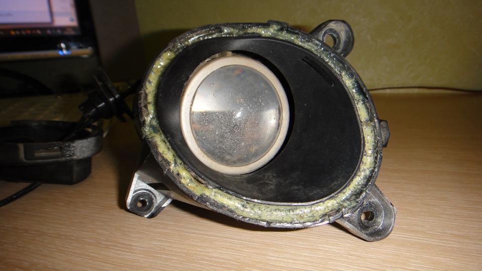 как поменять лампочку в противотуманки на фольксваген