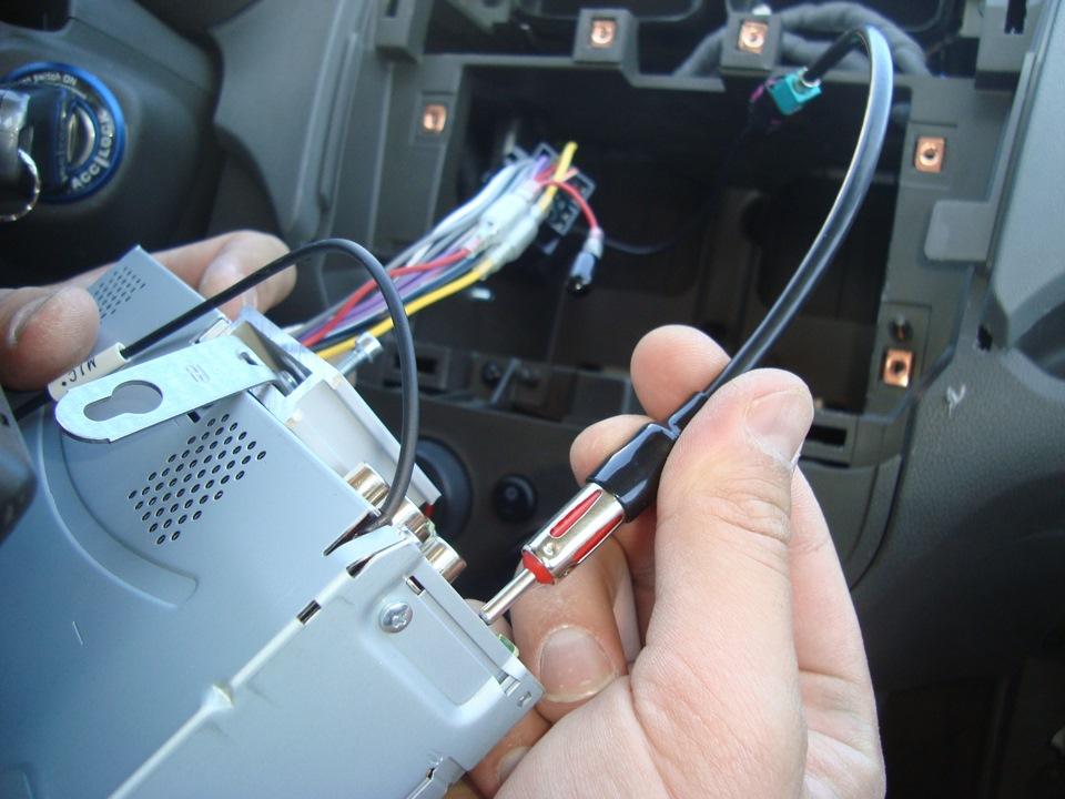 После замены штатной магнитолы плохо ловит радио