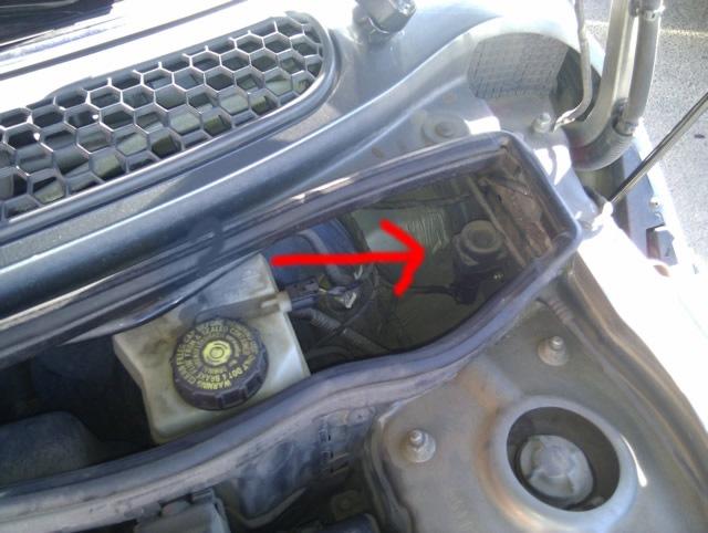volkswagen polo кнопка аварийного отключения топлива