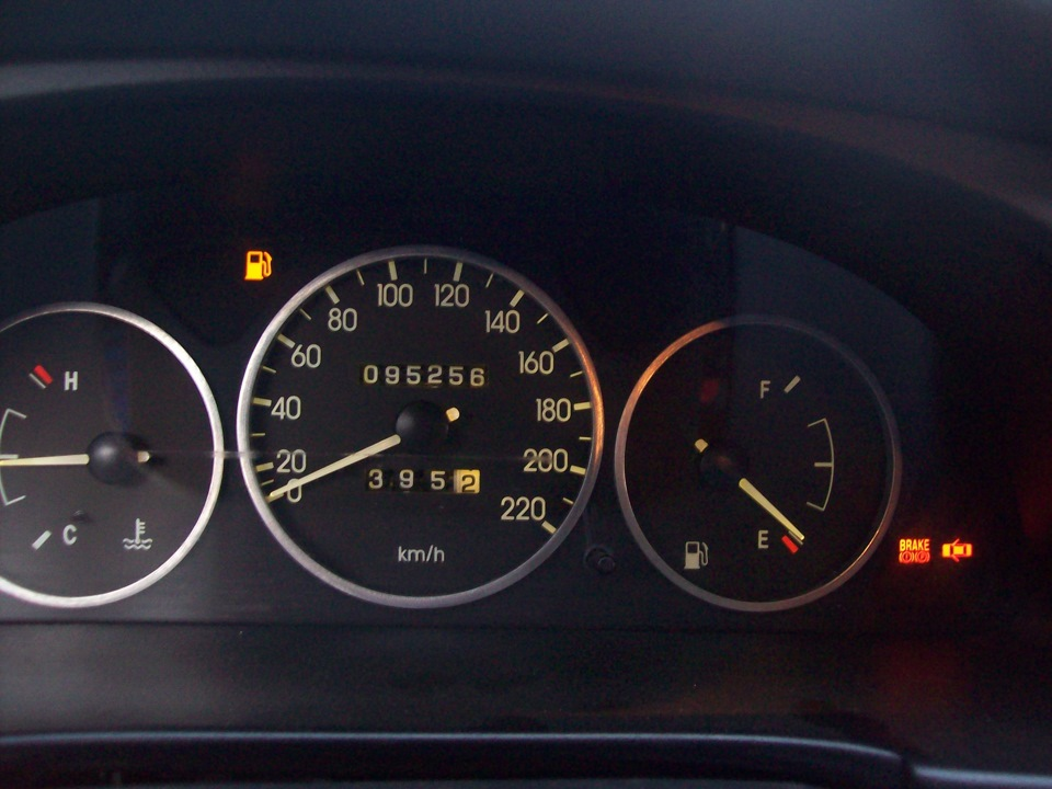 nissan note горит аварийная лампочка бензина