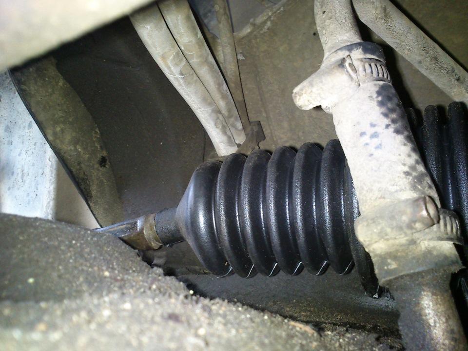 Фото №1 - замена пыльника на рулевой рейке ВАЗ 2110