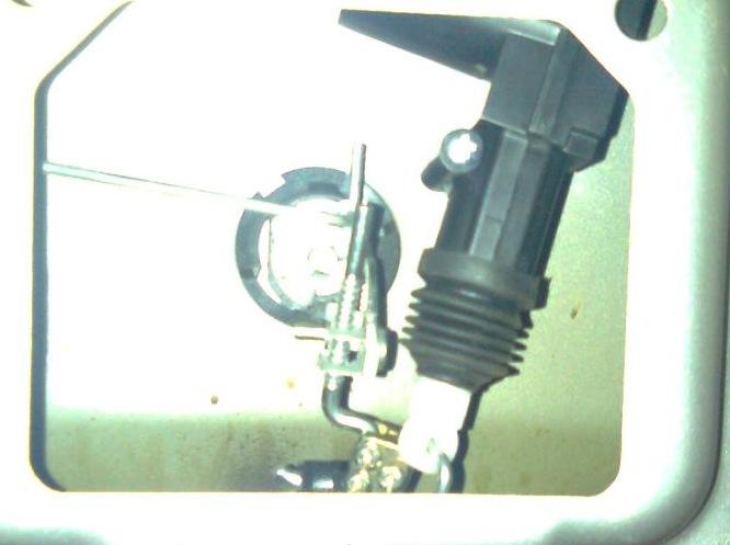 Установил кнопку открытия багажника взял с ВАЗ 2110.