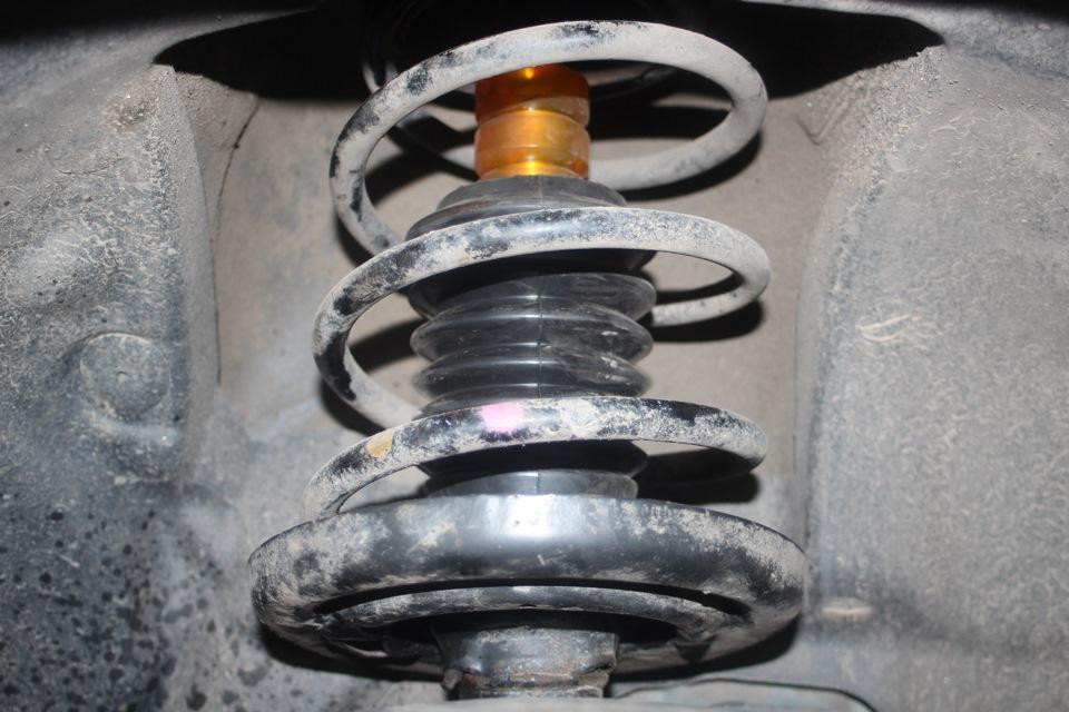 Замена пыльников на передних амортизаторах. - бортжурнал Renault Fluence Флюйбах 2011 года на DRIVE2