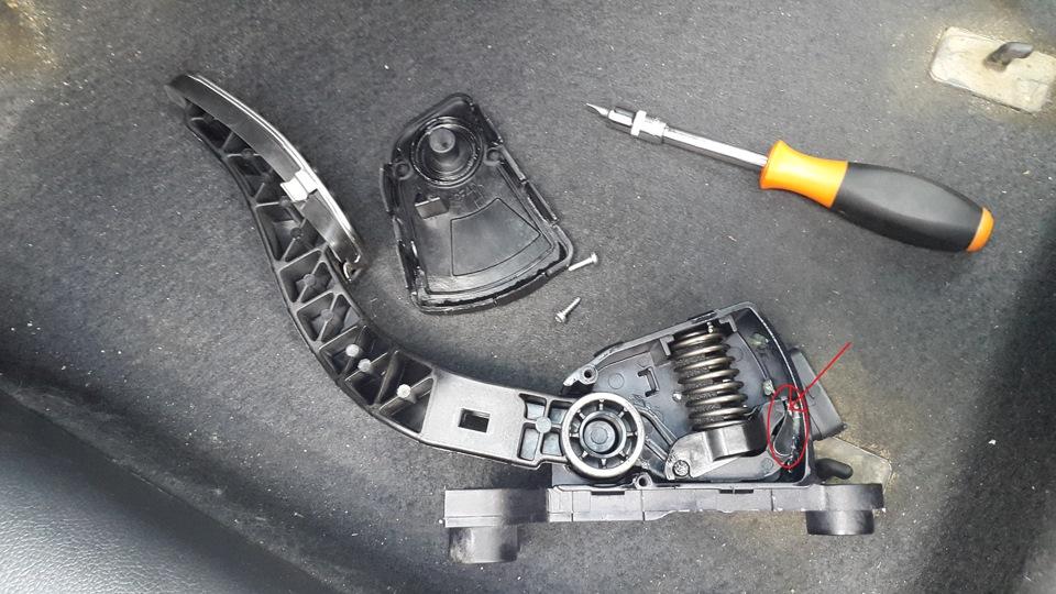 стук при нажатии на педаль тормоза солярис означает выражение