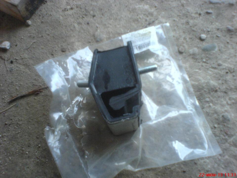 подушка под коробку передач renault 19