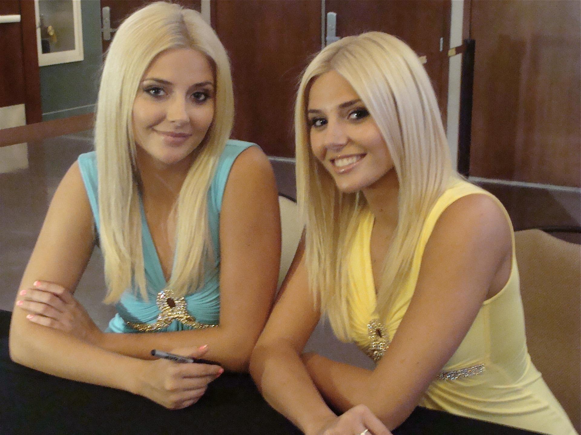 Фото голых девочек близняшек 2 фотография