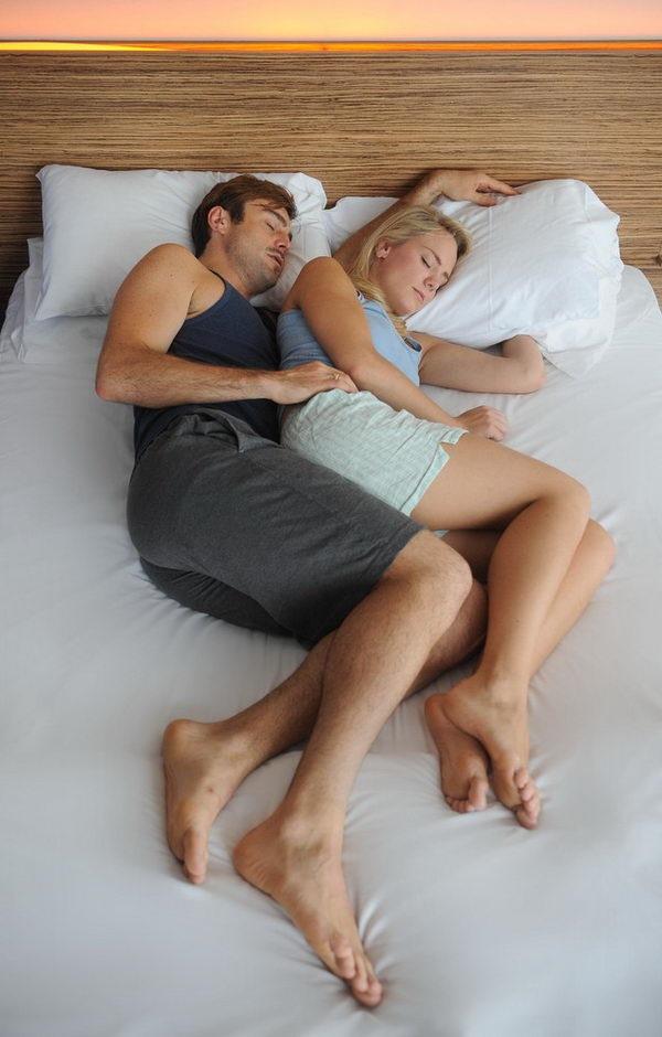 конца фото пара спит прижавшись друг к другу имеет