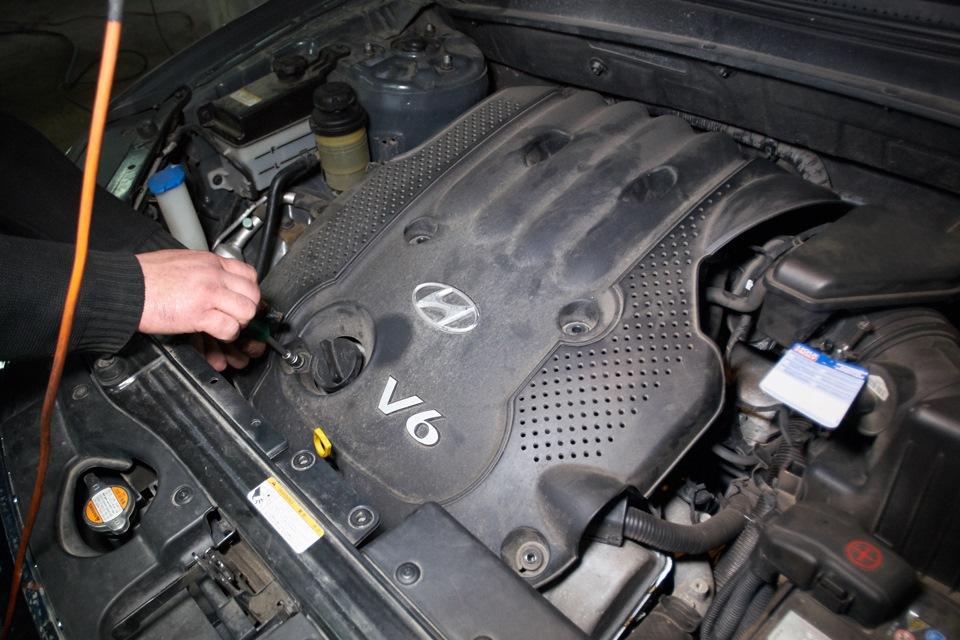 Чистка дроссельной заслонки Hyundai Santa Fe. Снятие крышки моторного отсека.