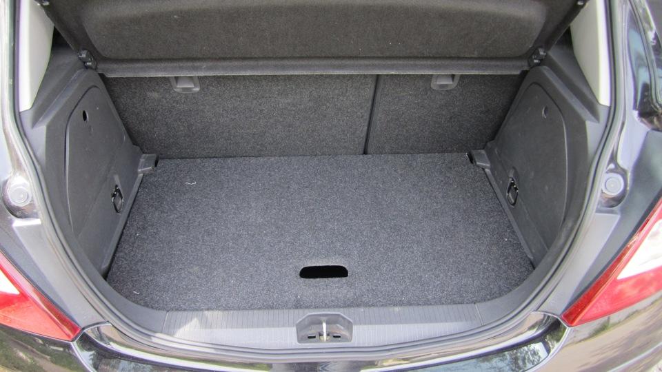 опель корса багажник