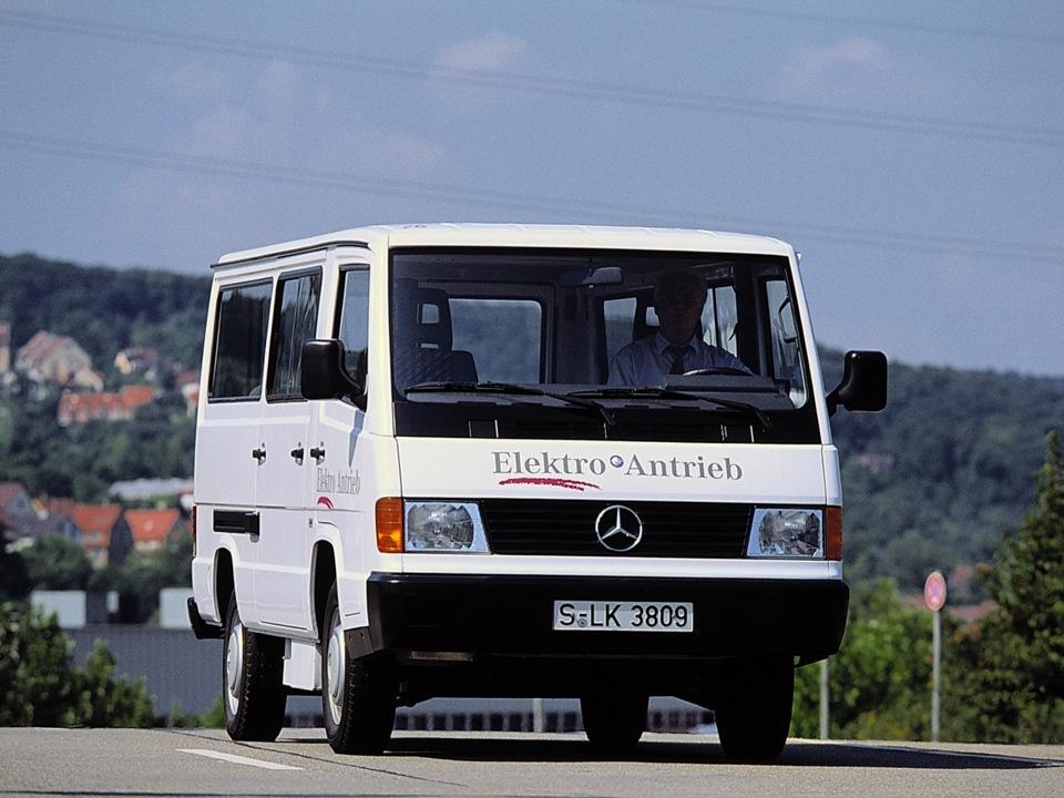Mercedes benz mb100d russian road edition for Mercedes benz mb100d