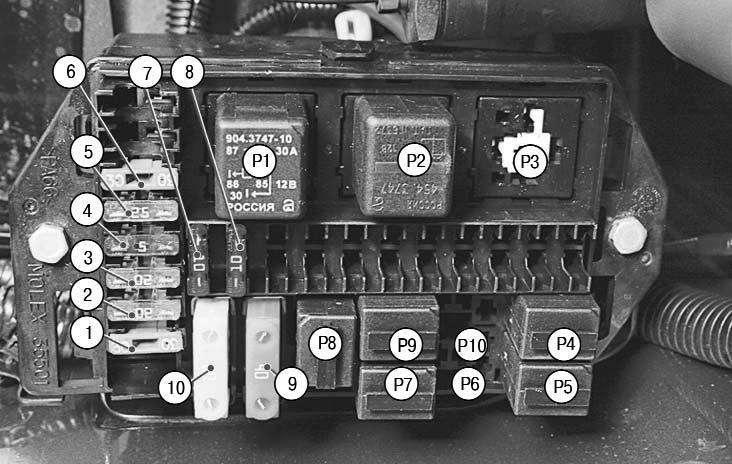 дополнительный монтажный блок в моторном отсеке УАЗ Патриот.