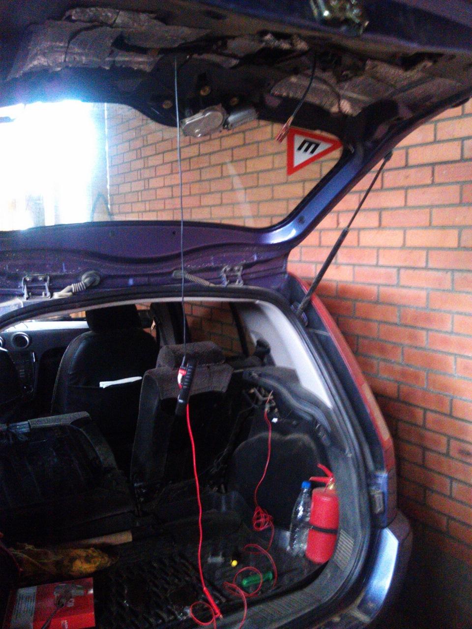 багажник ford galaxy не открывается