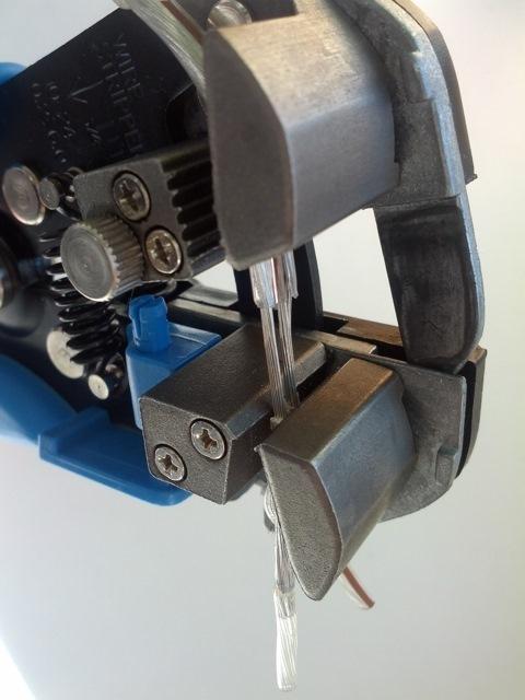 Стриппер для снятия внешней оболочки