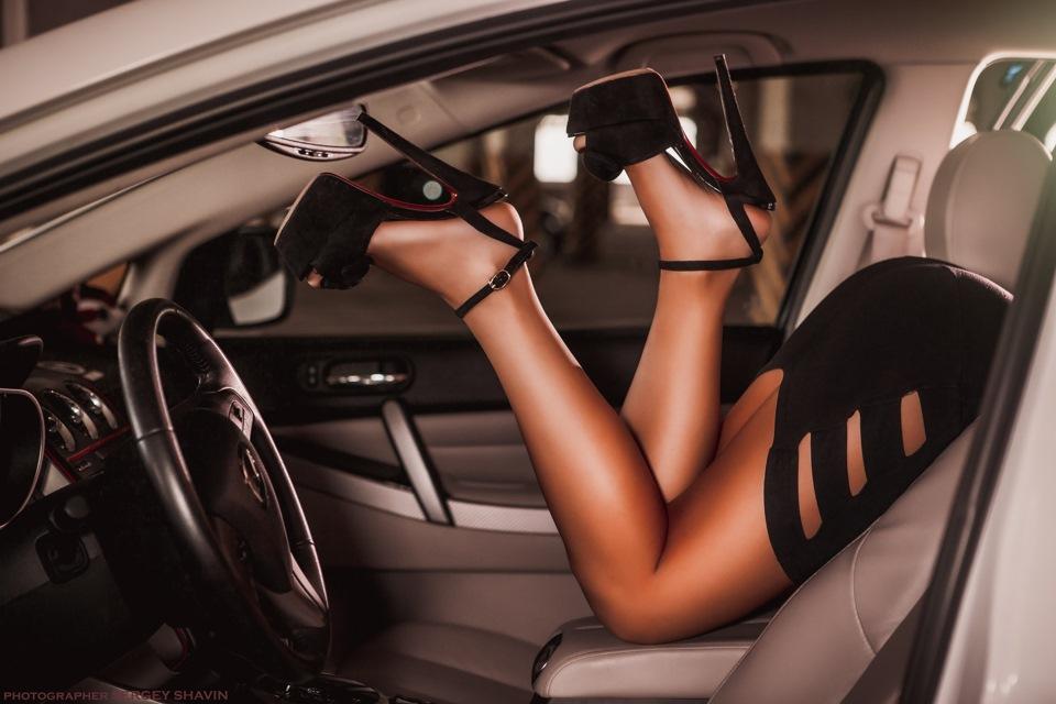 усердно позируют фотографии девушек в салоне автомобилей эротические домашнее порно