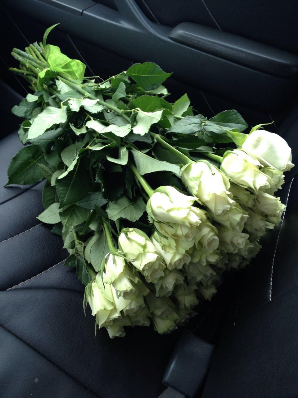 Фото цветов в машине мерседес