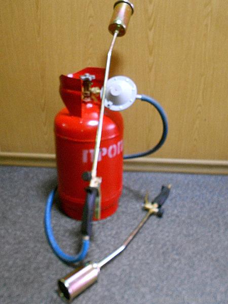 Бич выбрал, как подсоединить кровельную горелку к газовому баллону придется лабораторных условиях