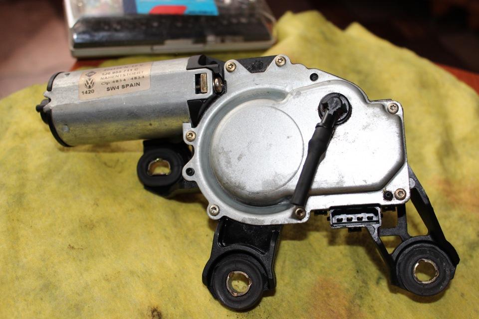 как проверить работоспособность моторчика заднего стеклоочистителя фольксваген