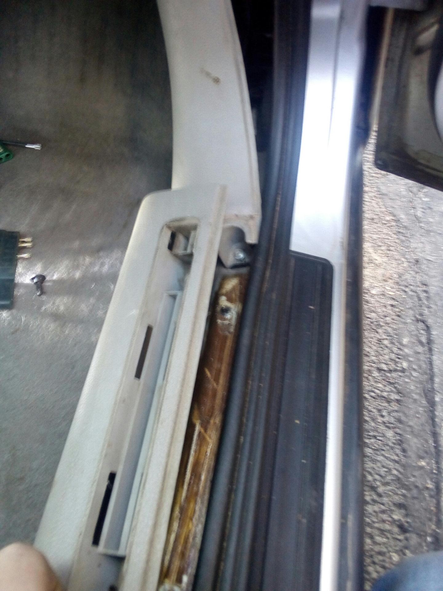 опель омега запирание багажника