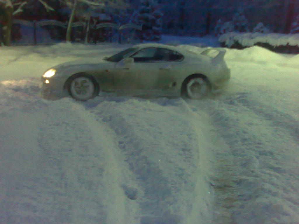 Белая супра зимой снег