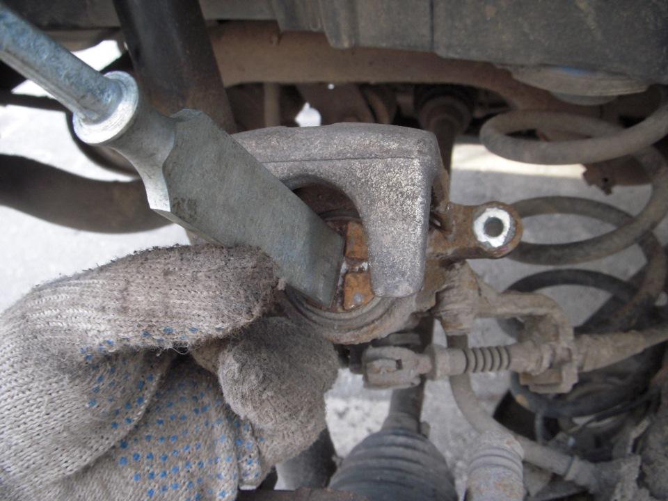 Замена передних тормозных колодок на сузуки sx4 своими руками