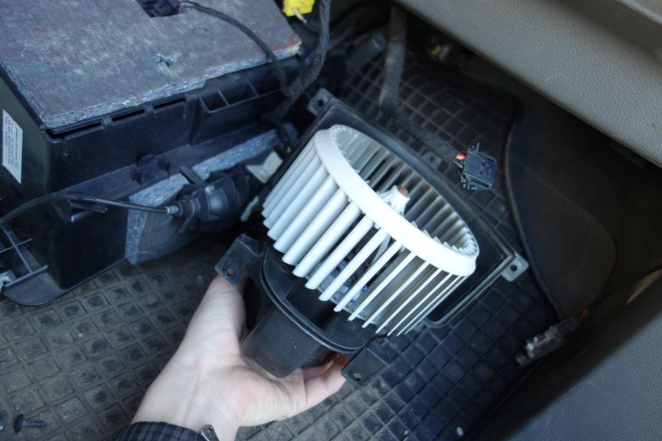 Не крутится вентилятор печки audi q7