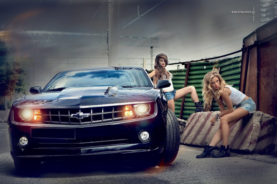 naked-girl-on-a-black-camaro