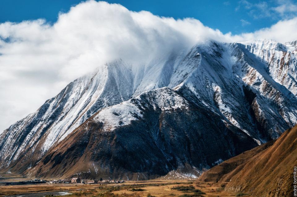 11 Село Каноби у подножия горы Сут (2983 м).