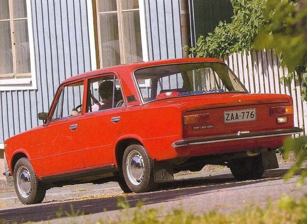 Поліція Львова знайшла покинутий викрадений автомобіль