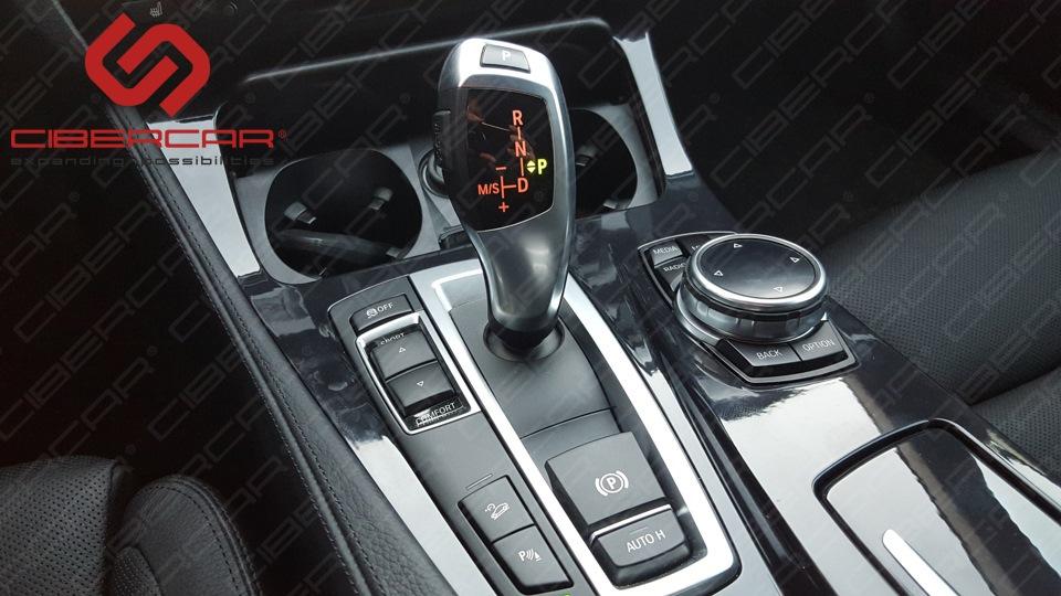 Управление навигацией, камерой и другими возможными устройствами происходит непосредственно от iDrive.