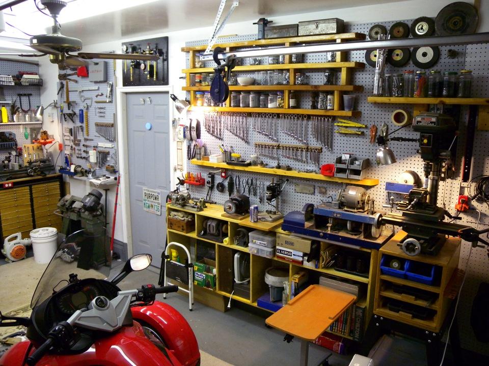 Как оборудовать рабочее место в гараже своими руками 11