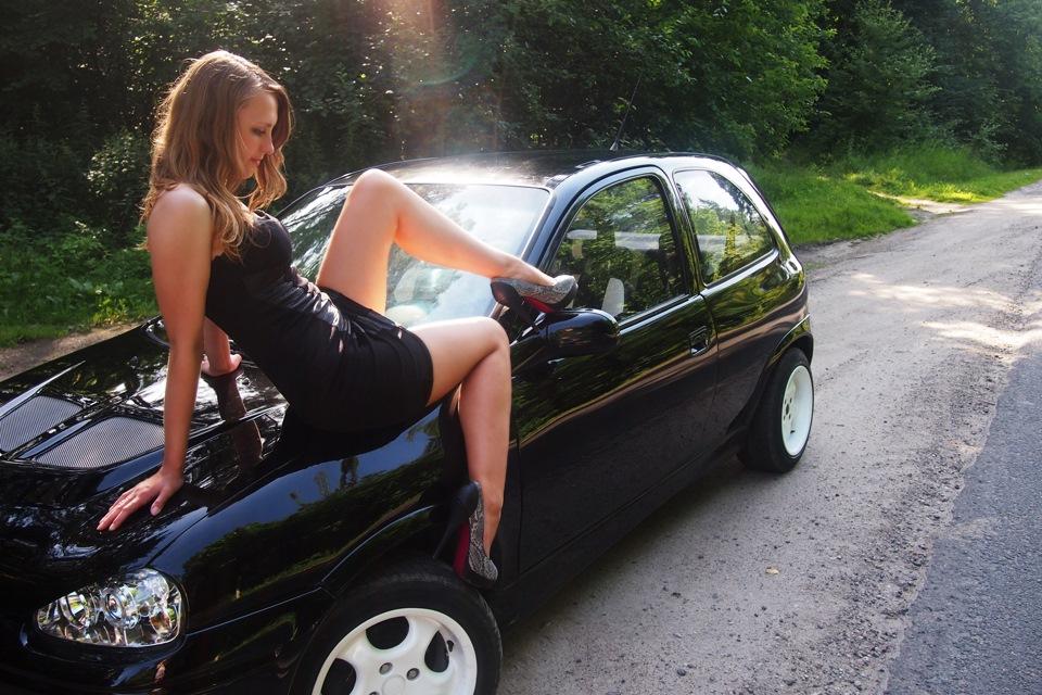 домашнее фото девушек возле авто общем