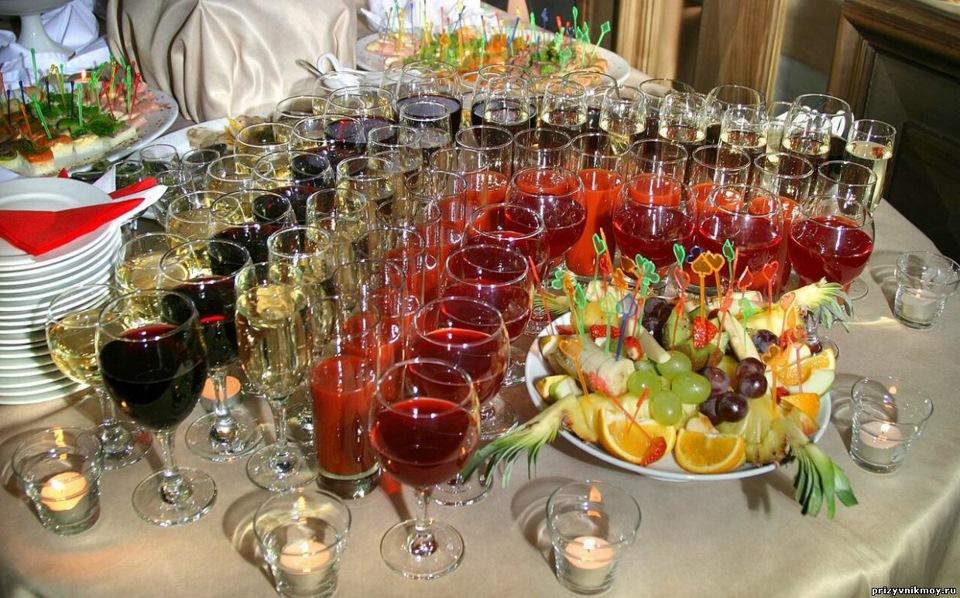 картинки накрытых столов с алкоголем надеть
