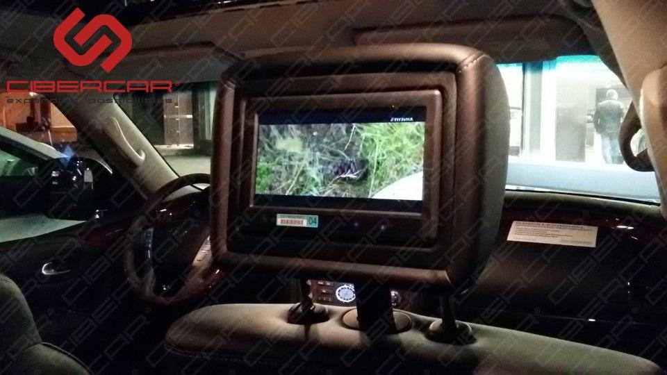 ТВ на задних мониторах автомобиля Infiniti QX80.