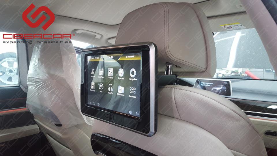 Дизайн монитора максимально подогнан под интерьер новой 7-ки.