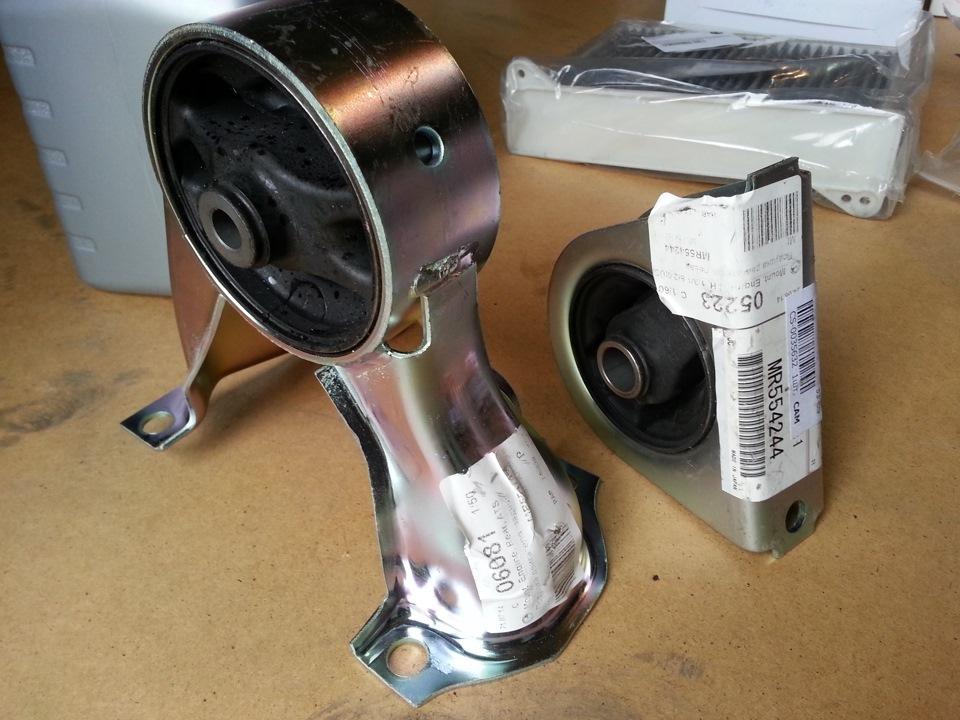 подушка двигателя mitsubishi lancer 9