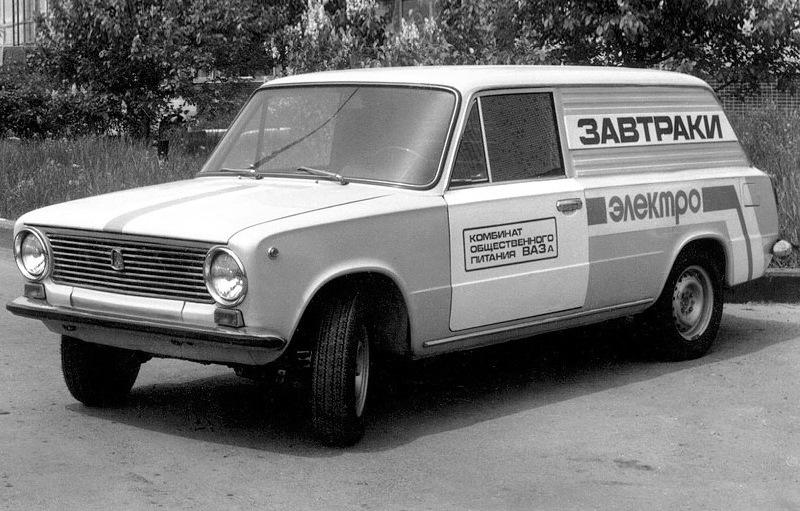 Машина для развозки завтраков работникам автозавода в Тольятти
