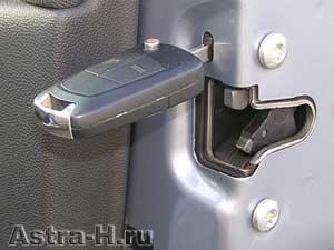 не закрывается задняя дверь опель зафира