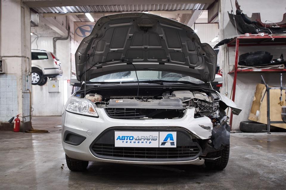 Разборка Ford Focus для проведения кузовного ремонта. Снятие капота.