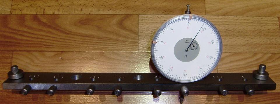 Рейка, фиксаторы и индикатор.