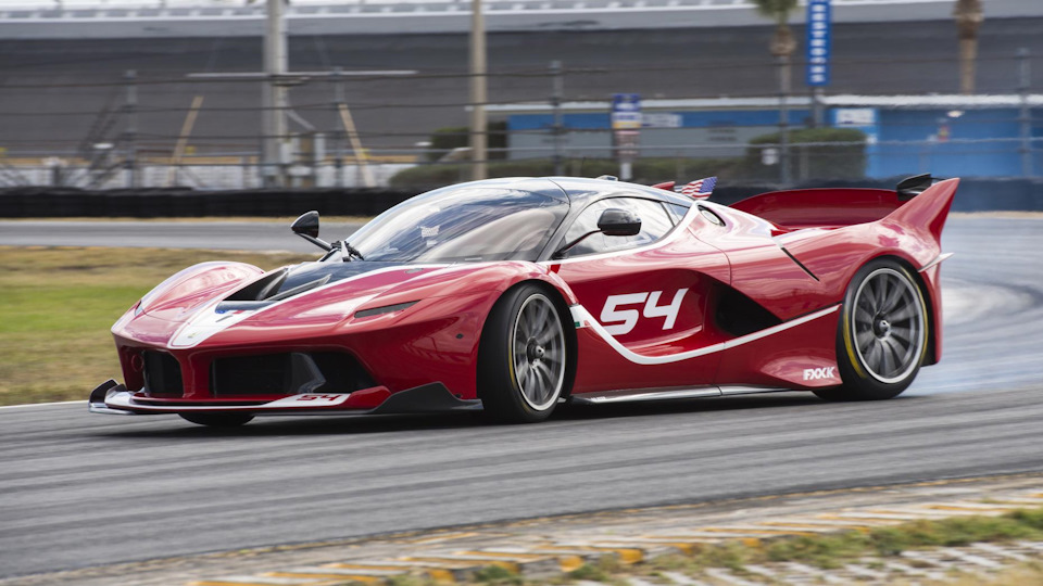 Что характерно, именно Харрис тестировал Ferrari FXXK.