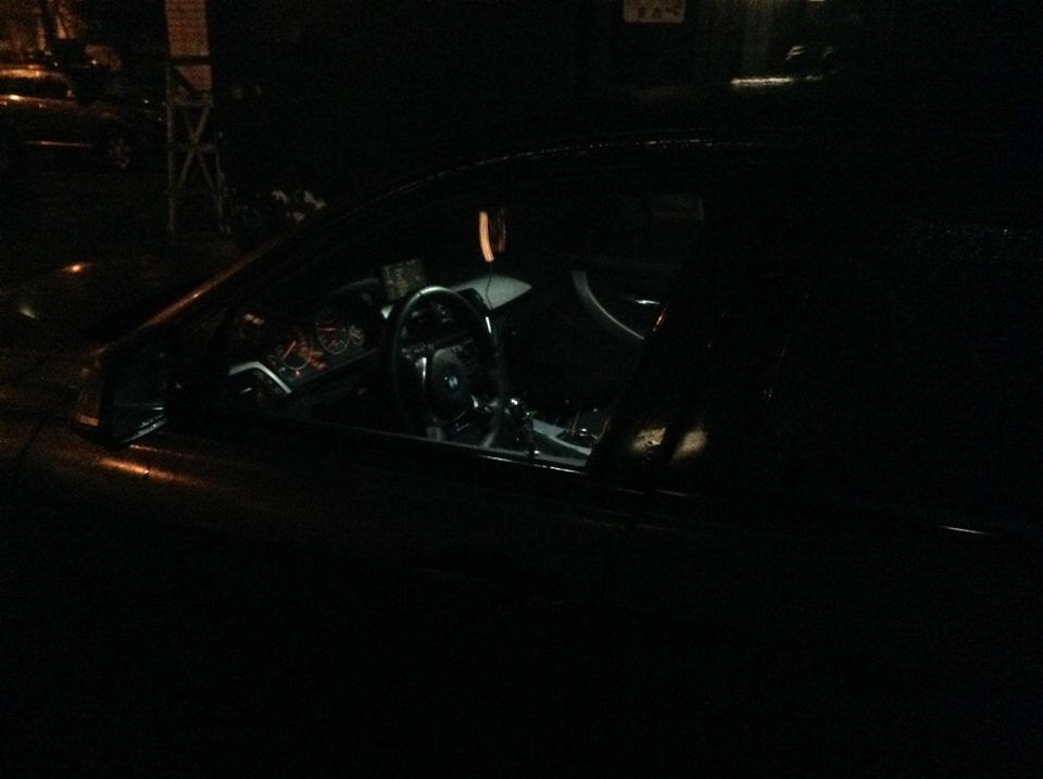 Парни развели в машине