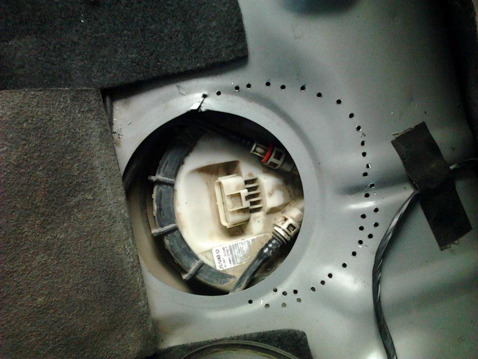 Где находится топливный насос в форд фокус 2