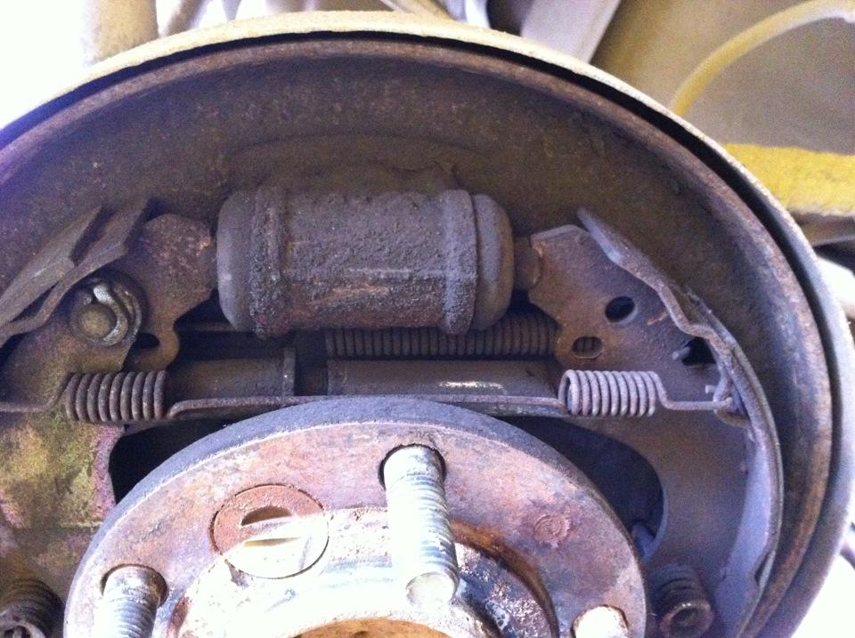 Ремонт задних тормозных барабанов - Часть 1 - бортжурнал Mitsubishi Pajero iO Джедай 1998 года на DRIVE2