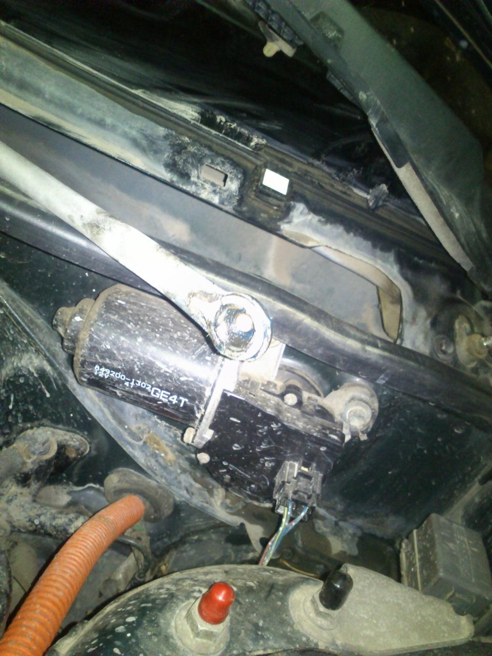 mazda 626 тяга не крепиться к двигателю стеклоочистителя