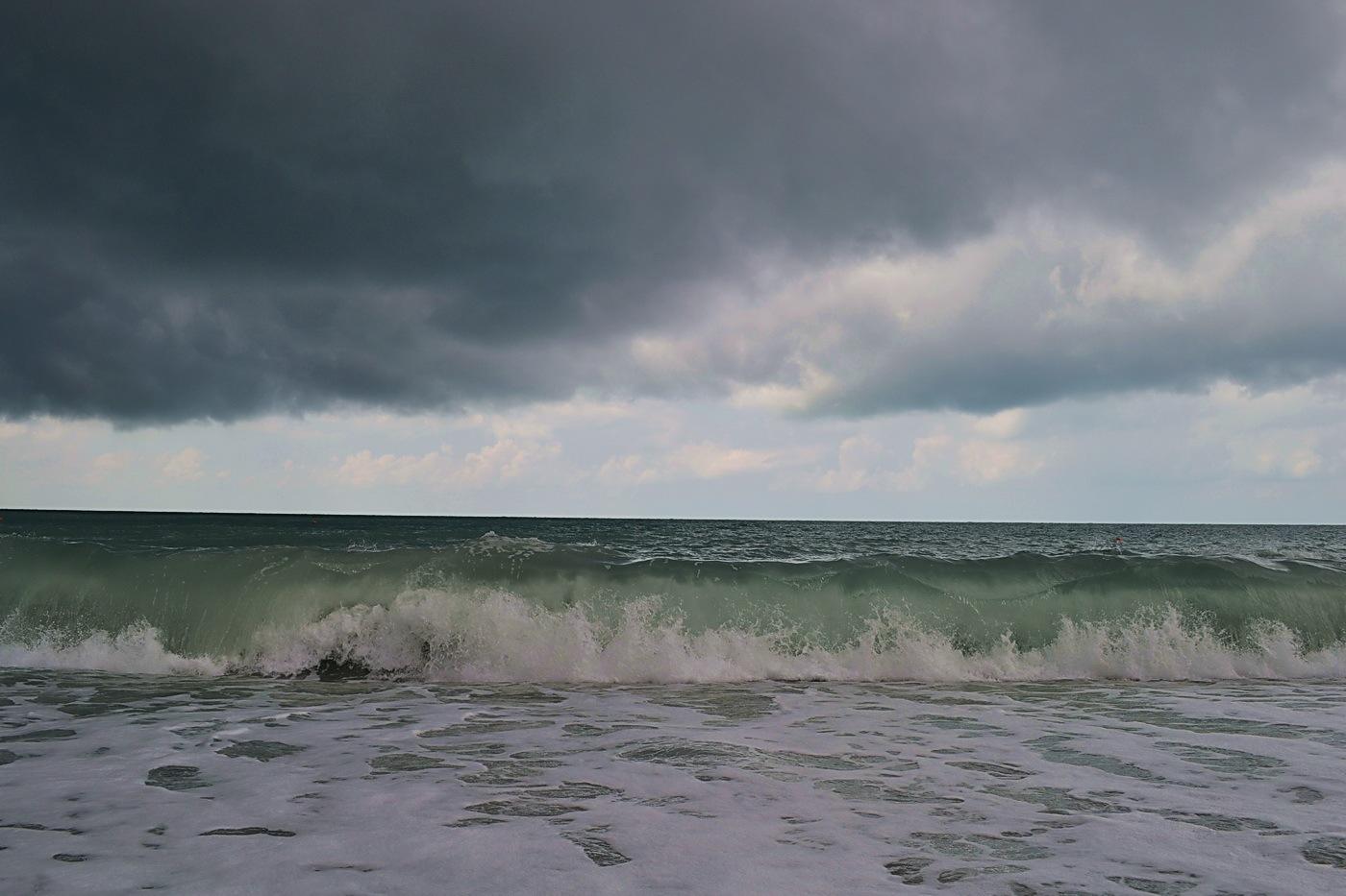 самолет штормовое море фотографии есть там
