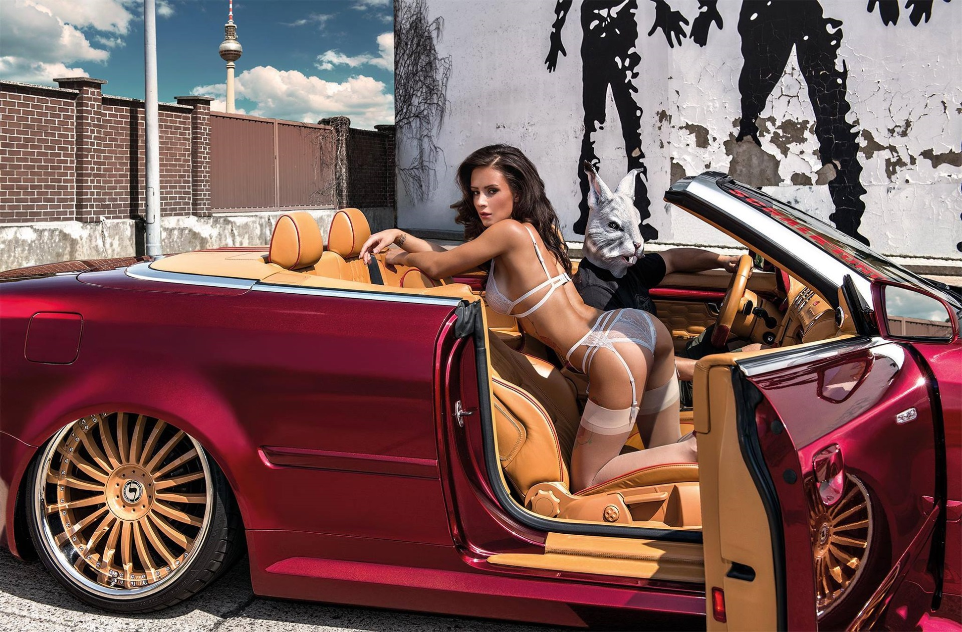 Эро девушки в рекламе авто
