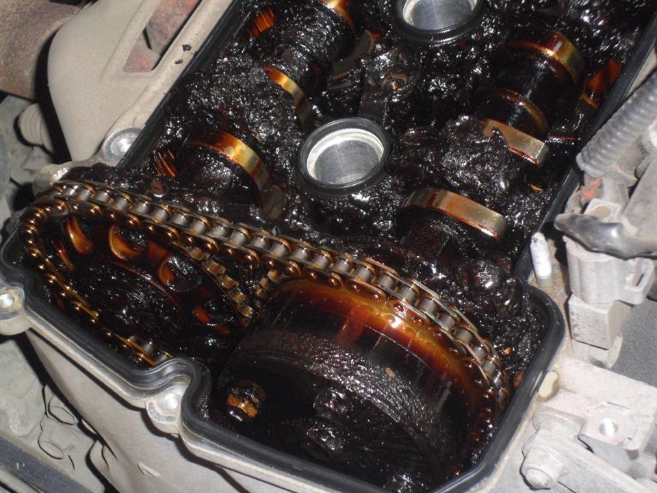 Охлаждающая жидкость используется в двигателе автомобиля для снижения температуры определенных узлов