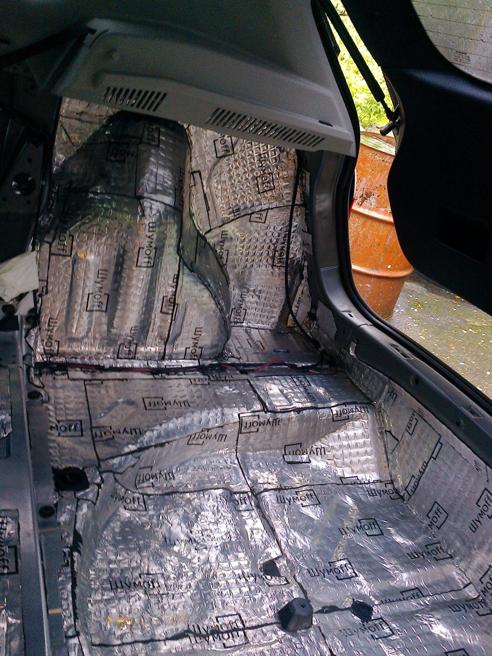 Как сделать шумку в багажник 421
