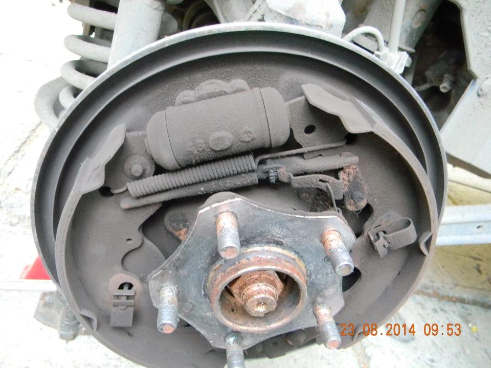 Замена передних тормозных колодок 11